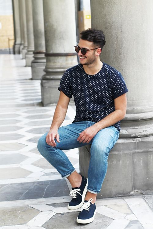 blue jeans, a printed tee and black sneakers