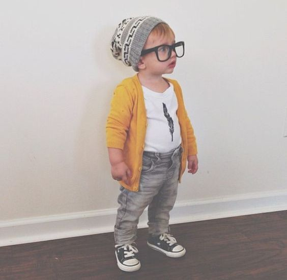 grey jeans, a printed tee and black sneakers with a yellow cardigan