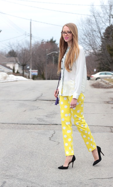 Awesome yellow pants with white blouse