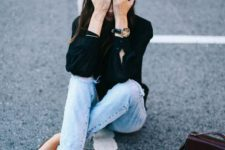Casual look with espadrilles, black blouse and jeans