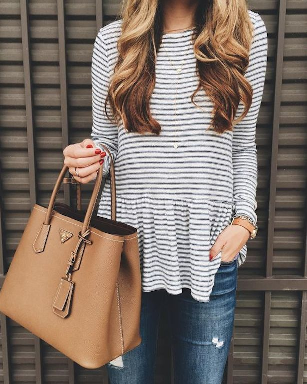 Casual look with striped shirt, jeans and leather bag