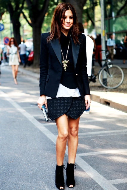 Cool look with tulip skirt, jacket and boots