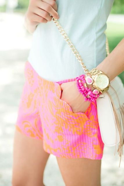 Eye catching shorts with scallop trim pockets