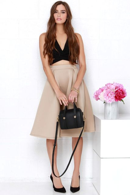 Feminine look with black crop top, black pumps and beige skirt