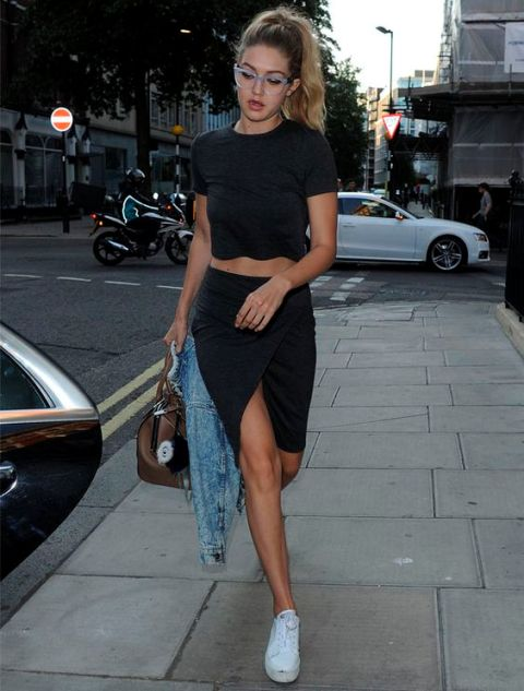 Look with black crop top and black mini skirt