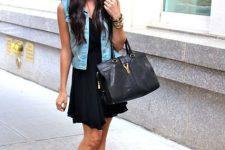 Look with black dress, vest and platform sandals