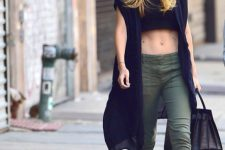 Look with crop top, airy vest and cuffed cargo trousers