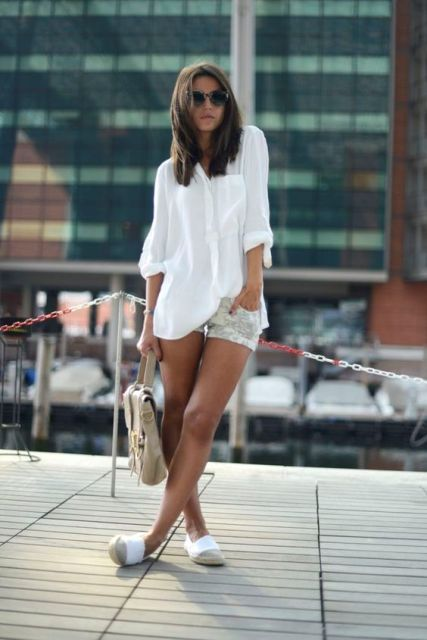 Look with loose blouse, shorts and flats