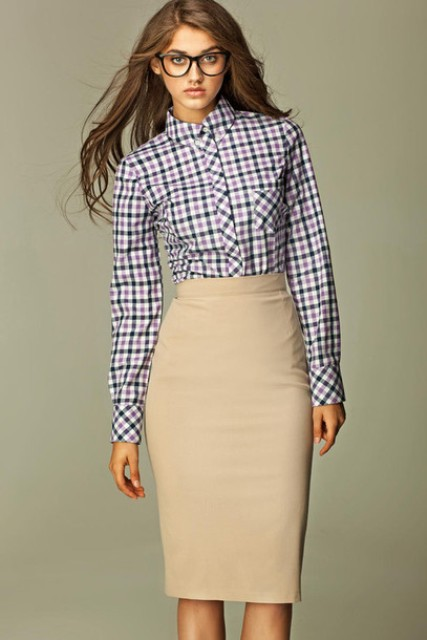 Office look with pencil beige skirt and plaid shirt