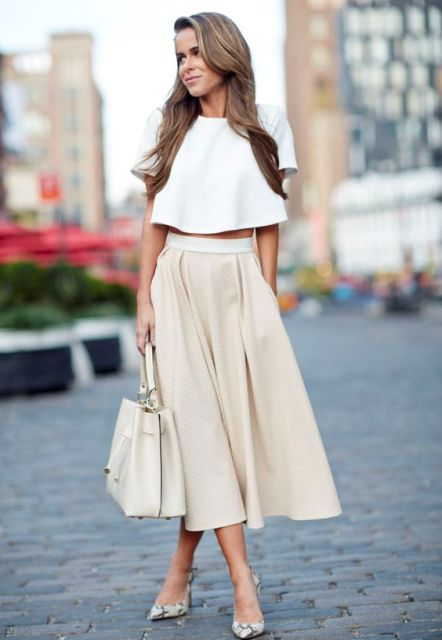 Picture of outfit with crop top and a line midi skirt - Beige kombinieren ...