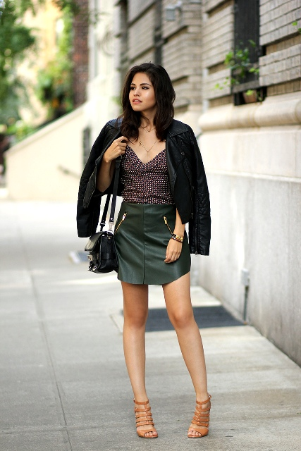 Outfit with printed top, leather olive green mini skirt and heels