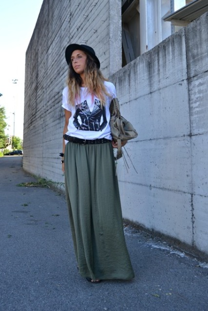 Relaxed look with maxi skirt, t shirt and hat