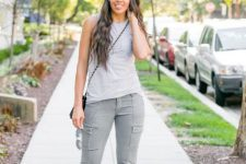 Relaxed look with trousers, top and heels