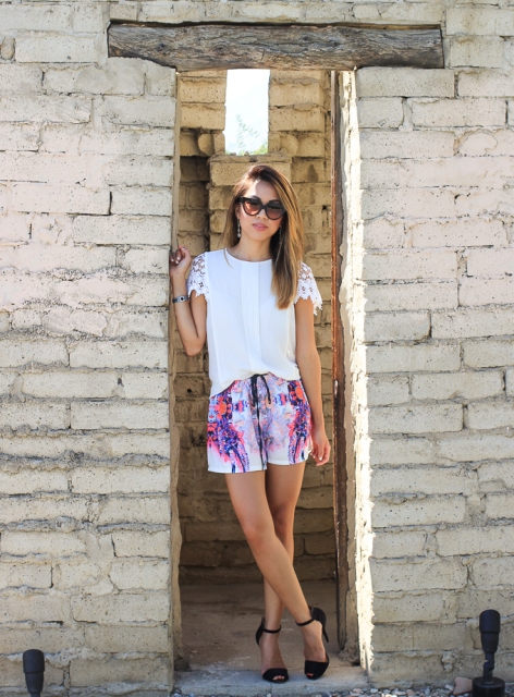 Chic look with white shirt, heels and sunglasses