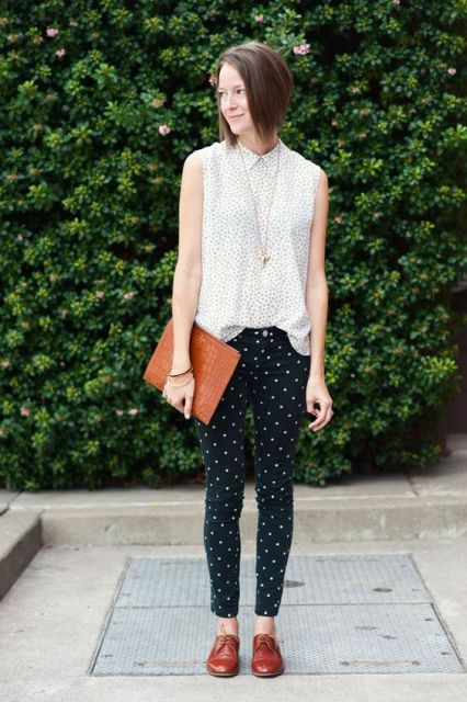 With polka dot blouse without sleeves and boots