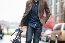 04 blue jeans, a dotted shirt and a tweed blazer