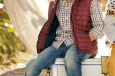 05 blue jeans, a plaid shirt, brown sneakers and a warm vest