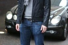 05 blue jeans, a striped jersey, a black moto jacket and white sneakers