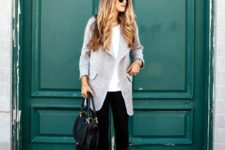 06 black jeans, a white top and a grey coat with flats