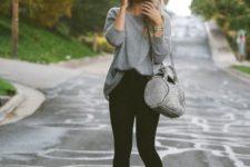 06 black leggings, a long grey jersey, boots