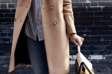 06 blue cropped jeans, a striped shirt, white sneakers and a camel coat