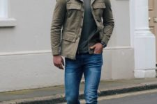 06 blue jeans, a dark grey t-shirt and an olive grey military jacket