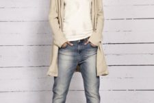 07 bleached boyfriend jeans, a long cream cardigan and tan ankle boots