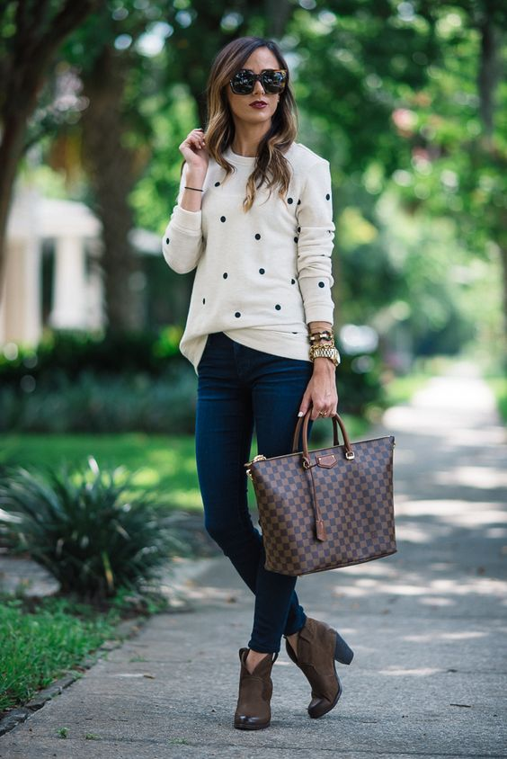 blue jeans, a dotted jersey and brown boots (great summer to fall work outfit)