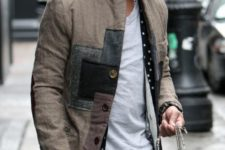 07 blue jeans, a grey tee, a long light coat