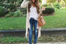 08 blue jeans, a white blouse, a long nude cardigan and nude ankle booties