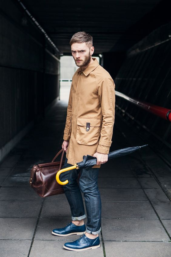 dark denim, an ocher coat and statement blue shoes