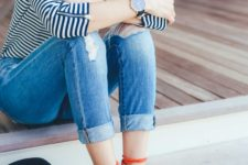 10 boyfriend jeans, a striped shirt and red lace up flats