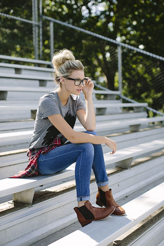 blue jeans, a printed grey t-shirt and brown ankle boots