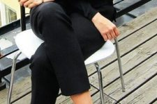 22 all-black look with trousers, sweater and bow flats