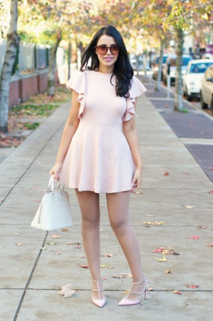 Dress with ruffles and white bag