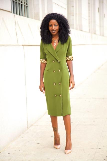 Green midi dress with neutral pumps