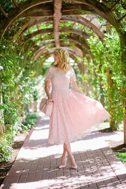 Midi lace dress with light pink shoes