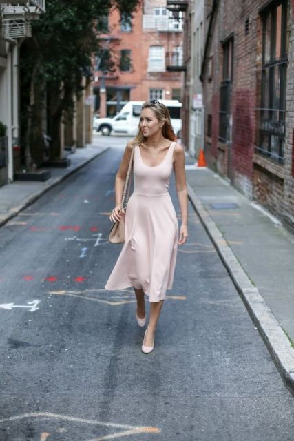 Simple midi dress with bag and neutral pumps