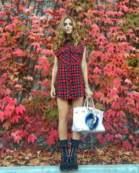 Super mini shirtdress with black flat boots and printed bag