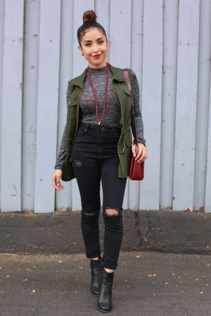 With high-waist jeans, boots and bright accessories