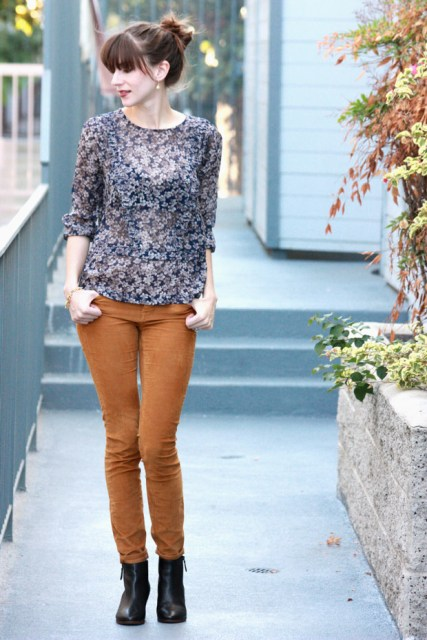 With printed airy blouse and black ankle boots