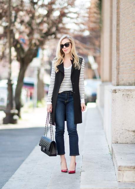 With printed shirt, jeans and bright color pumps