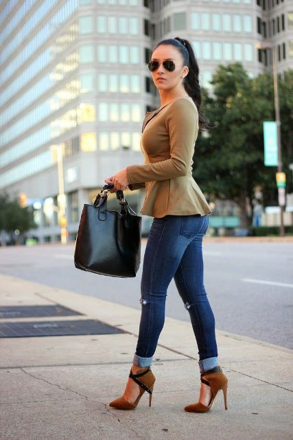Fall outfit with skinny cuffed jeans and black bag