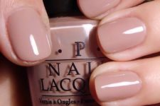 nude short nails