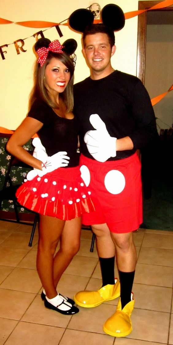 Mickey and Minnie Mouse costumes for Disney fans
