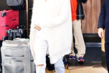 13 all-white look with jeans,ankle boots, a furry coat and a hat