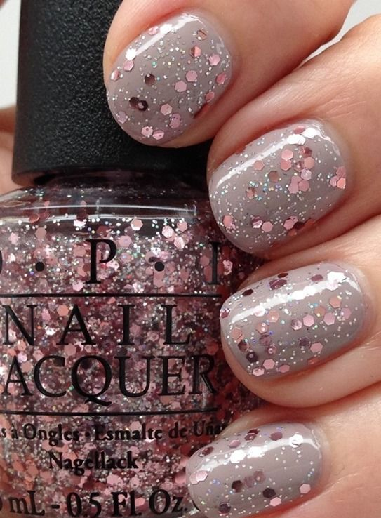 grey nails with rose gold glitter looks stunning