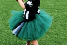 18 football player costume is a fun and easy to DIY idea