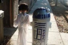 18 sibling cosplay of Leia and R2D2