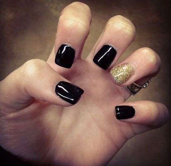 black short nails with a glitter gold accent